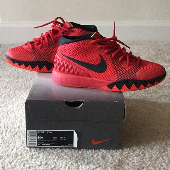 newest collection 97858 471f5 Nike Kyrie 1 Basketball Shoes